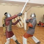 Столица Югры приняла рыцарей на турнире по раннесредневековому фехтованию