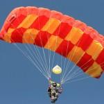 Лучшие спортсмены-парашютисты Югры посоревнуются на точность приземления
